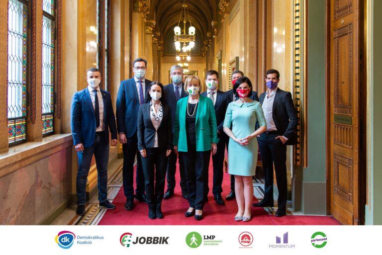Előválasztási etikai kódexet fogadtak el az ellenzéki pártok elnökei