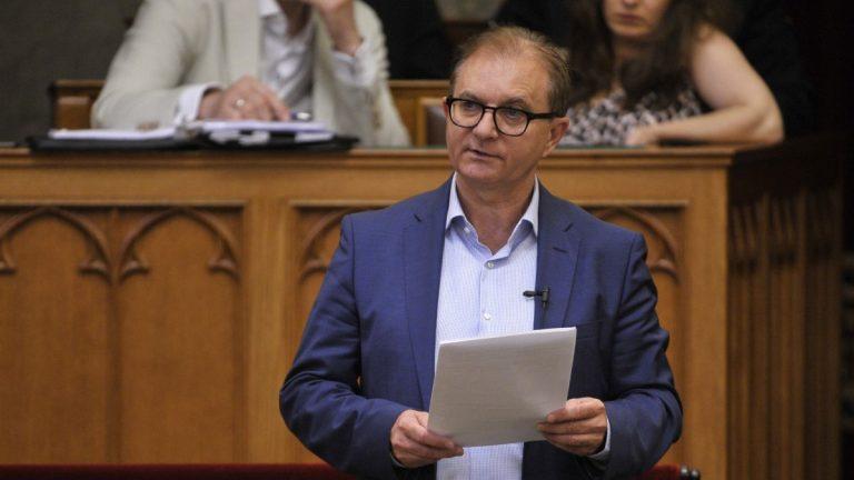 Etikai vizsgálatot kezdeményez Tóth Csaba Hadházy ellen