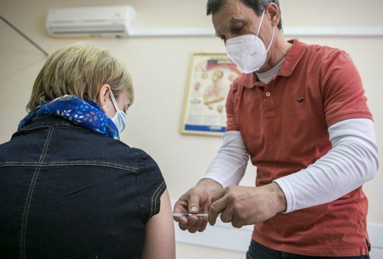 Lelkileg is megterhelő az egészségügyi dolgozóknak az intenzíven kezelt fiatalok látványa