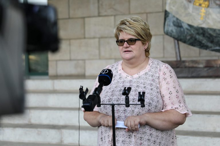 LMP: Elfogadhatatlan, hogy Kásler felfüggesztette az onkológiai szűrővizsgálatokat!