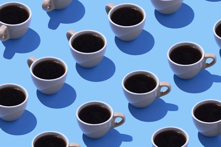 A munkahelyen kávézók több mint fele nem fizet a kávéjáért