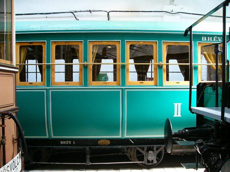134 éves járműbe léphetünk be csak ma Szentendrén