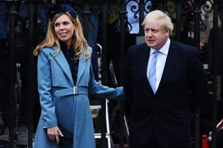 Vizsgálat indul Boris Johnson ellen karibi nyaralása kapcsán