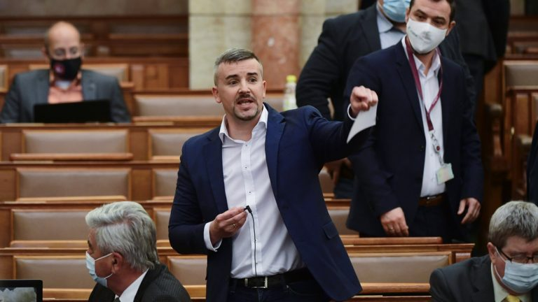 Jakab Péter odaszólt a Parlamentben – elvették tőle a szót