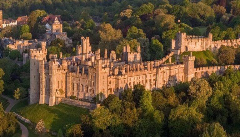 1 millió font értékben raboltak el koronázási kincseket egy kastélyból Nagy-Britanniában