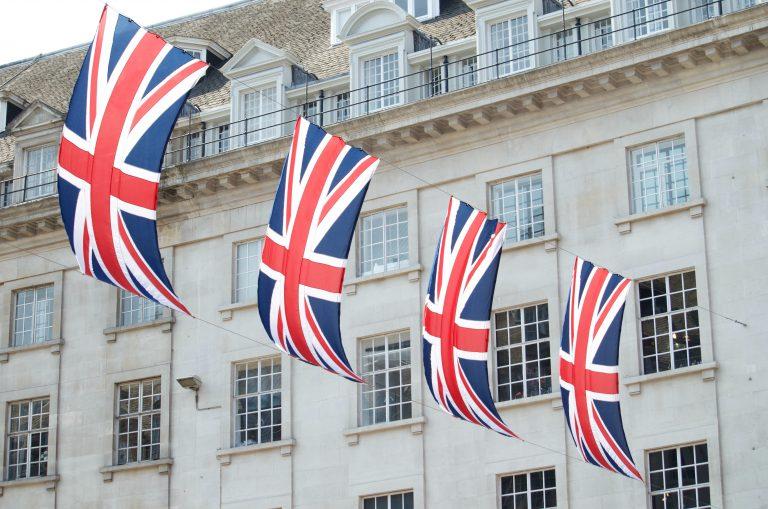 Enyhülni fognak a Magyarországra is érvényes brit utazási korlátozások