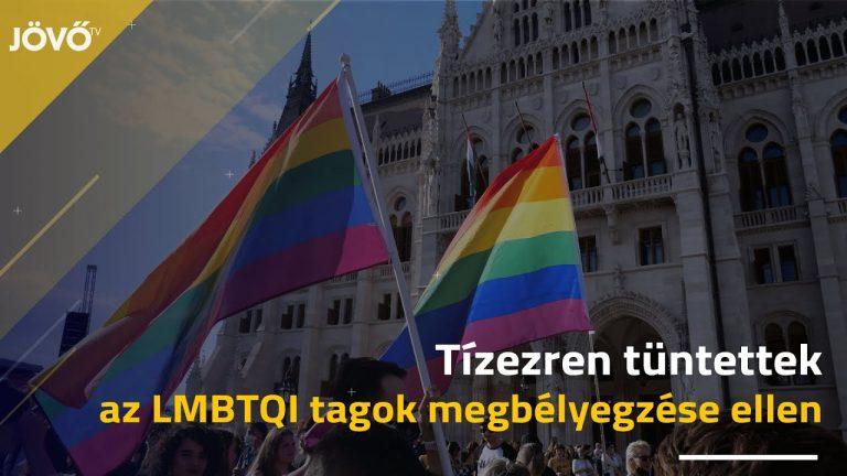 Így tüntettek hétfő este a Kossuth téren – VIDEÓ