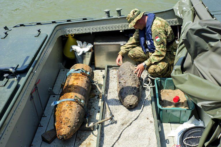 Hatástalanították a Lánchídnál talált bombát