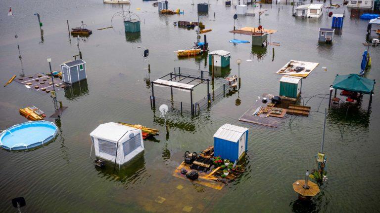 A nyugat-európai esőzések, árvizek súlyos következményekkel jártak