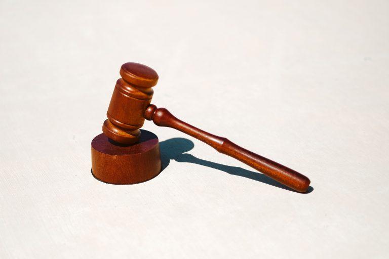 Módosították a civil törvényt: mégsem kell kiadni az adományozók nevét