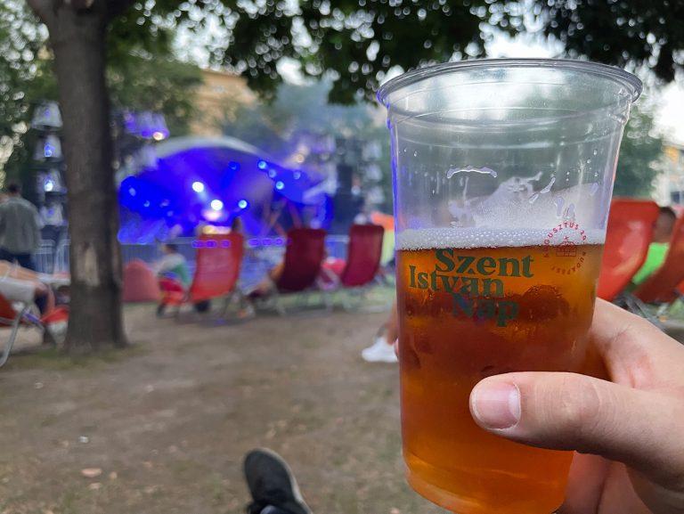 Különleges falunap volt az Erzsébet téren ahol a sör tényleg olcsó