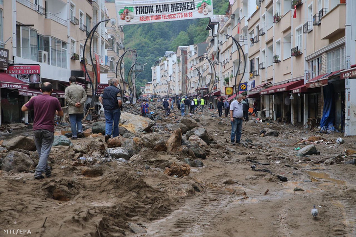A törökországi árvízek már 38 áldozatot követeltek