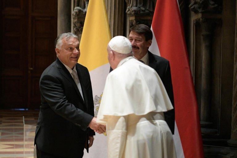 Orbán Viktornak üzent a pápa a záróbeszédében?